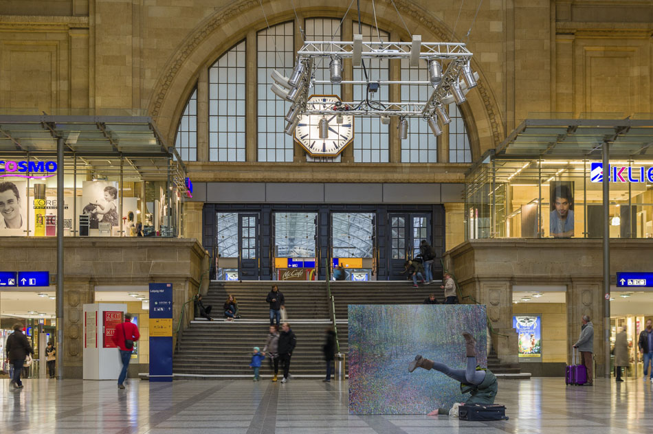 David Komander, Intervention 2015, Leipzig Bahnhof, Painting 2013, oil/canvas 150x190cm, Photo: Urban Peters